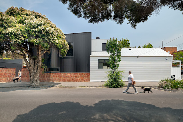 Black Beauty House, by Cathi Colla Architects